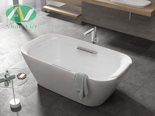 Bồn tắm Toto góp phần tạo nên không gian sang trọng cho nhà tắm