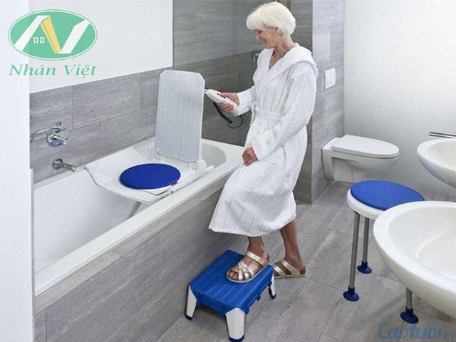 Thiết bị vệ sinh cho người già an toàn tiện lợi